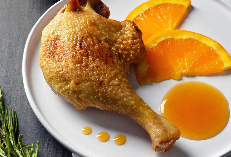 Cuisse de canard et ses tranches d'orange en sauce